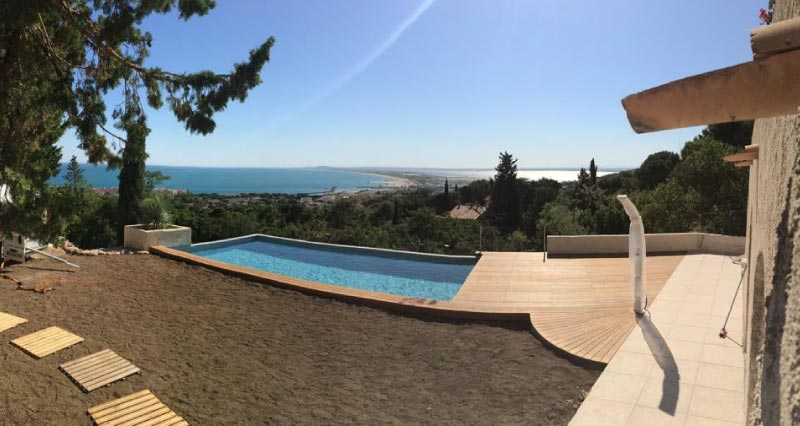 vue panoramique sur terrasse en bois